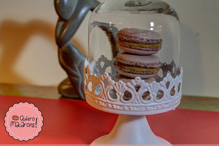 Macarons de caramelo con flores de sal
